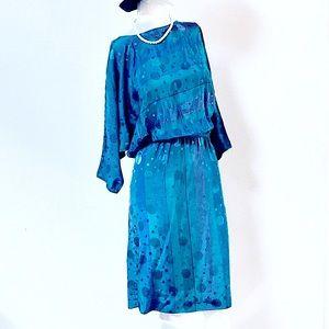 VTG🦋Modern Cool Silky Bracelet Length MIDI Dress